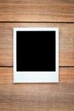 διαμορφωμένη φωτογραφία τρυπών πλαισίων ανασκόπησης όμορφη μαύρη kpugloe στοκ φωτογραφίες