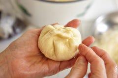 Διαμόρφωση της ζύμης ψωμιού Στοκ Εικόνες