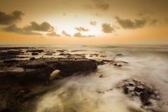 1 Ιανουαρίου 2014 ανατολή στην αμμώδη παραλία Oahu. Στοκ φωτογραφία με δικαίωμα ελεύθερης χρήσης