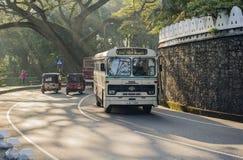 10 Ιανουαρίου 2014 - κυκλοφορία στο κεντρικό δρόμο Kandy Σρι Λάνκα Στοκ εικόνες με δικαίωμα ελεύθερης χρήσης