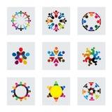 Διανυσματικά εικονίδια λογότυπων των ανθρώπων μαζί - σημάδι της ενότητας Στοκ Εικόνες