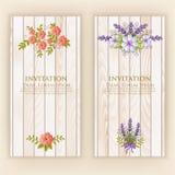διανυσματικό γαμήλιο λευκό πρόσκλησης σχεδίων καρτών ανασκόπησης Διανυσματική κάρτα πρόσκλησης με τα κομψά στοιχεία λουλουδιών με διανυσματική απεικόνιση