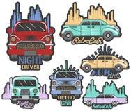 Διανυσματικό ζωηρόχρωμο σύνολο αναδρομικών λογότυπων, εμβλημάτων, διακριτικών, ετικετών ή εμβλημάτων και προτύπων λεσχών αυτοκινή Στοκ Εικόνες