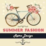 Διανυσματικό υπόβαθρο με τα λουλούδια και τυπωμένη ύλη μπλουζών ποδηλάτων με τα τριαντάφυλλα Στοκ Εικόνες