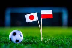 Ιαπωνία - Πολωνία, ομάδα Χ, Πέμπτη, 28 Ποδόσφαιρο Ιουνίου, Παγκόσμιο Κύπελλο, Ρωσία 2018, εθνικές σημαίες στην πράσινη χλόη, άσπρ στοκ φωτογραφίες με δικαίωμα ελεύθερης χρήσης