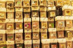 Ιαπωνία, Τόκιο 04/04/2017 Κασέτες για τη Nintendo στο κατάστημα στοκ εικόνες