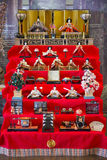 ΙΑΠΩΝΙΑ - 21 ΦΕΒΡΟΥΑΡΊΟΥ 2016: Κούκλες Hina στο ράφι για Hinamatsuri Στοκ εικόνες με δικαίωμα ελεύθερης χρήσης