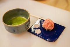 Ιαπωνικά γλυκά και πράσινο τσάι στοκ φωτογραφία