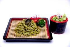 Ιαπωνικά νουντλς Greentea Soba με τη βύθιση της σάλτσας, Cha Soba ISO στοκ φωτογραφίες με δικαίωμα ελεύθερης χρήσης