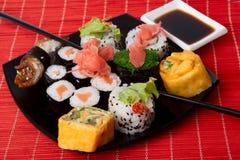 ιαπωνικά πολλά σούσια sushimany Στοκ εικόνα με δικαίωμα ελεύθερης χρήσης