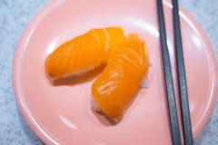 Ιαπωνικά σούσια - σούσια σολομών σουσιών Nigiri χάρης Στοκ Φωτογραφία