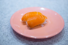 Ιαπωνικά σούσια - σούσια σολομών σουσιών Nigiri χάρης Στοκ φωτογραφία με δικαίωμα ελεύθερης χρήσης