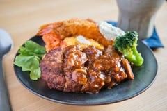 Ιαπωνικά τρόφιμα πιάτων μπριζόλας του Αμβούργο Στοκ εικόνες με δικαίωμα ελεύθερης χρήσης