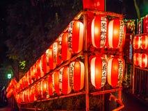 Ιαπωνικά φανάρια εγγράφου σε έναν βουδιστική ναό ή τη λάρνακα Shinto - ΤΟΚΙΟ, ΙΑΠΩΝΙΑ - 12 Ιουνίου 2018 Στοκ Φωτογραφίες