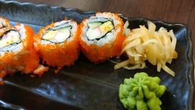Ιαπωνικές επιλογές τροφίμων σουσιών με την πιπερόριζα και το wasabi Στοκ Εικόνες
