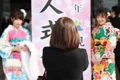 Ιαπωνικές νέες γυναίκες που φορούν το παραδοσιακό κιμονό Στοκ Εικόνα