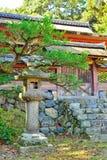 Ιαπωνικές πύλες φαναριών και ναών πετρών Στοκ Εικόνες