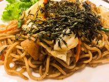 Ιαπωνική κουζίνα, τηγανισμένα νουντλς Yakisoba Στοκ Εικόνες
