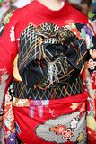 Ιαπωνική νέα γυναίκα που φορά το παραδοσιακό κιμονό Στοκ φωτογραφίες με δικαίωμα ελεύθερης χρήσης