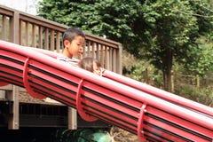 Ιαπωνικοί αδελφός και αδελφή στη φωτογραφική διαφάνεια Στοκ εικόνες με δικαίωμα ελεύθερης χρήσης