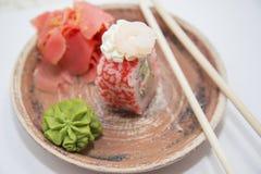 Ιαπωνικοί παραδοσιακοί ρόλοι και σούσια τροφίμων Στοκ εικόνα με δικαίωμα ελεύθερης χρήσης
