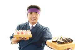 Ιαπωνικός αρχιμάγειρας με τα σούσια Στοκ φωτογραφίες με δικαίωμα ελεύθερης χρήσης
