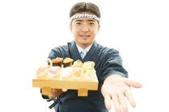 Ιαπωνικός αρχιμάγειρας με τα σούσια Στοκ εικόνες με δικαίωμα ελεύθερης χρήσης