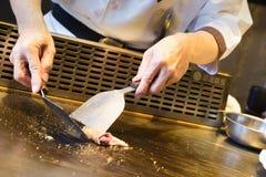 Ιαπωνικός αρχιμάγειρας πιάτων Teppanyaki Στοκ Εικόνες