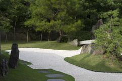 Ιαπωνικός κήπος zen με το κατώφλι άμμου Στοκ φωτογραφίες με δικαίωμα ελεύθερης χρήσης