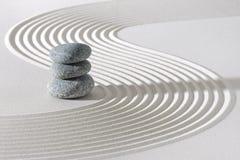 Ιαπωνικός κήπος zen στην άσπρη άμμο στοκ φωτογραφία με δικαίωμα ελεύθερης χρήσης