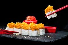 ιαπωνικός παραδοσιακός κουζίνας Διαδικασία τους ρόλους σουσιών και Στοκ Εικόνα