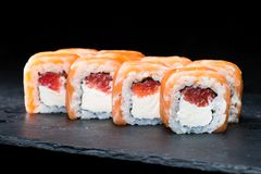 ιαπωνικός παραδοσιακός κουζίνας Εκλεκτική εστίαση στα γλυκά σούσια rol Στοκ εικόνες με δικαίωμα ελεύθερης χρήσης