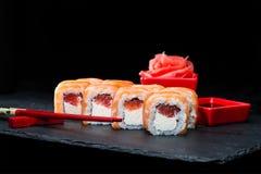 ιαπωνικός παραδοσιακός κουζίνας Εκλεκτική εστίαση στα γλυκά σούσια rol Στοκ Φωτογραφίες