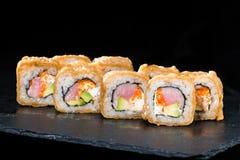 ιαπωνικός παραδοσιακός κουζίνας Εκλεκτική εστίαση στο πνεύμα ρόλων σουσιών Στοκ φωτογραφία με δικαίωμα ελεύθερης χρήσης