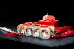 ιαπωνικός παραδοσιακός κουζίνας Εκλεκτική εστίαση στο σύνολο σουσιών ρ Στοκ εικόνα με δικαίωμα ελεύθερης χρήσης