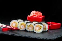 ιαπωνικός παραδοσιακός κουζίνας Εκλεκτική εστίαση στο σύνολο σουσιών ro Στοκ εικόνα με δικαίωμα ελεύθερης χρήσης
