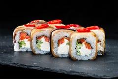 ιαπωνικός παραδοσιακός κουζίνας Εκλεκτική εστίαση στο σύνολο σουσιών ρ Στοκ φωτογραφία με δικαίωμα ελεύθερης χρήσης