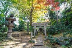 Ιαπωνικός παραδοσιακός ναός στον κήπο Στοκ φωτογραφία με δικαίωμα ελεύθερης χρήσης