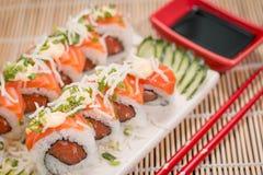 Ιαπωνικός ρόλος σολομών τροφίμων Στοκ Φωτογραφία