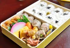 Ιαπωνικό καλαθάκι με φαγητό Στοκ φωτογραφία με δικαίωμα ελεύθερης χρήσης