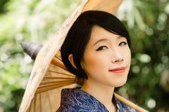 Ιαπωνικό κορίτσι με parasol στοκ φωτογραφίες