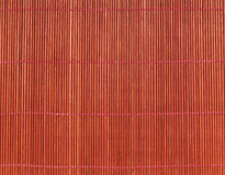 Ιαπωνικό μαγειρεύοντας χαλί πέρα από τον πίνακα μπαμπού Στοκ Εικόνες