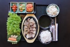 ιαπωνικό μεσημεριανό γεύμ&alp κιβώτιο του γρήγορου φαγητού με το καπνισμένα χέλι και το λαχανικό Στοκ φωτογραφίες με δικαίωμα ελεύθερης χρήσης