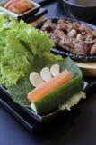 ιαπωνικό μεσημεριανό γεύμ&alp κιβώτιο του γρήγορου φαγητού με το καπνισμένα χέλι και το λαχανικό Στοκ Εικόνες