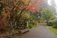 ιαπωνικό μονοπάτι κήπων γωνίας ευρέως Στοκ Φωτογραφία