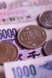 Ιαπωνικό νόμισμα γεν υποβάθρου στο κάθετο πλαίσιο Στοκ Φωτογραφίες