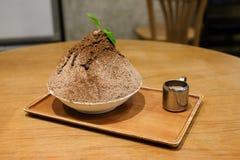 Ιαπωνικό ξυρισμένο επιδόρπιο πάγου kakigori banoffee σοκολάτας Στοκ φωτογραφία με δικαίωμα ελεύθερης χρήσης
