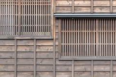 Ιαπωνικό ξύλινο παράθυρο και ξύλινος τοίχος Στοκ Εικόνες