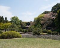 Ιαπωνικό περίπτερο στον εθνικό κήπο Shinjuku Gyoen στοκ φωτογραφία με δικαίωμα ελεύθερης χρήσης