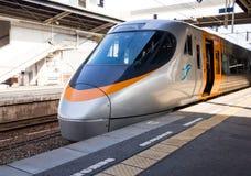 Ιαπωνικό σαφές τραίνο στην πλατφόρμα Στοκ εικόνες με δικαίωμα ελεύθερης χρήσης